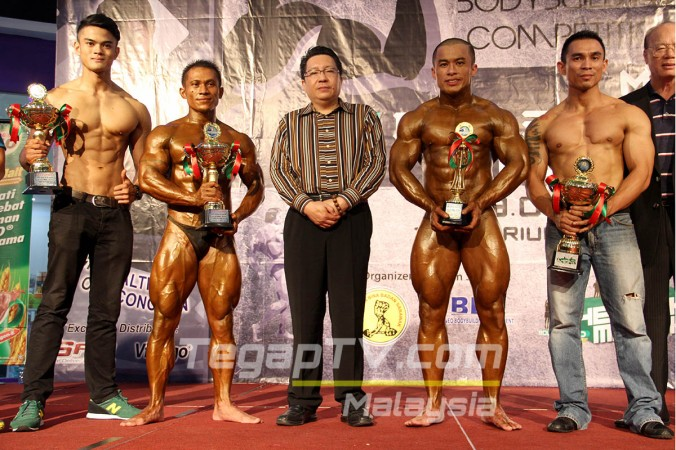 Winners of each category: Alrzrin, Wilfred, Jeremiah, and Louis Glass. Middle: Dato' Wee Hong Seng.